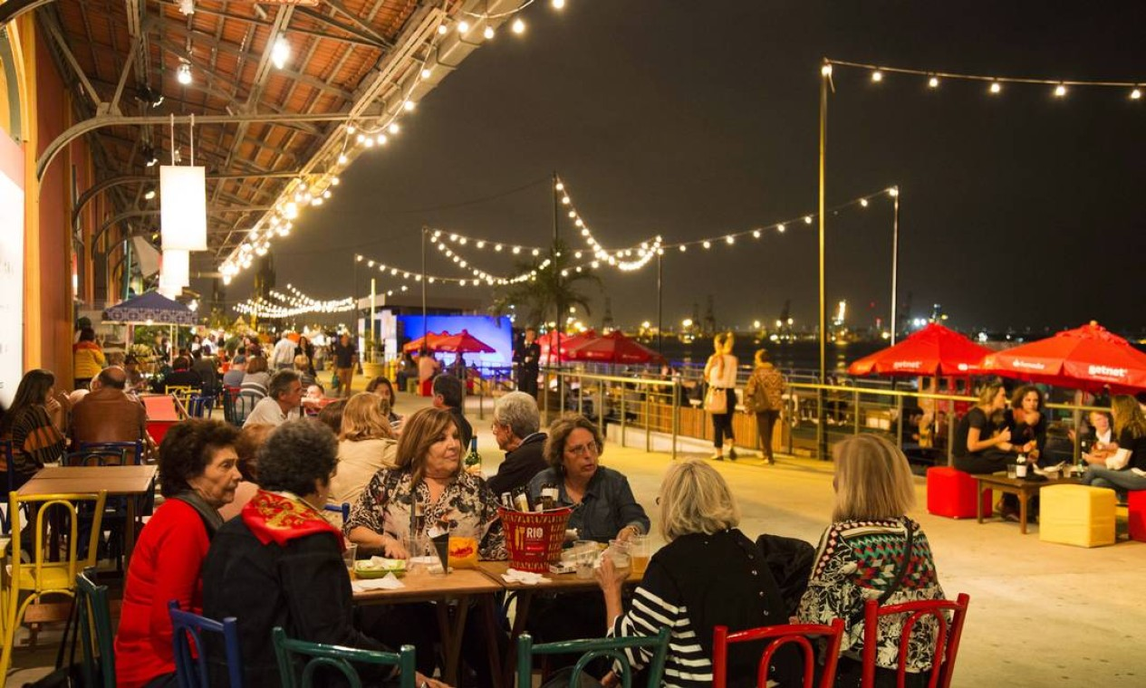 A segunda semana do Rio Gastronomia começou em clima de happy hour no Píer Mauá Foto: Monica Imbuzeiro / Agência O Globo
