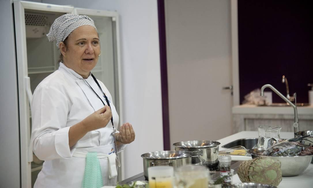 No Cozinha Mão na Massa, no Auditório Senac, a chef Teresa Corção ensinou uma receita de caldeirada paraense com Teresa Corção Foto: Adriana Lorete / Agência O Globo