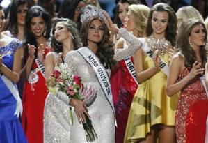Miss Universo Gabriela Isler, da Venezuela, após vencer a coroa do concurso em 2013, em Moscou, na Rússia; a Venezuela tem sete coroas do Miss Universo e é o segundo país com o maior número de rainhas da beleza, atrás apenas dos Estados Unidos. Foto: Pavel Golovkin / AP