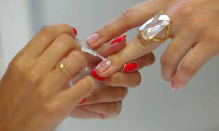 Serviço de manicure Foto: Fernando Frazão / Agência O Globo