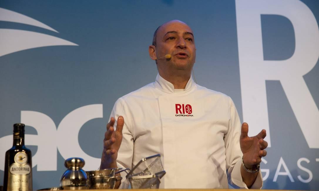 César Santos garantiu que nenhum bom chef pernambucano fica sem o queijo coalho em sua cozinha Adriana Lorete / Agência O Globo
