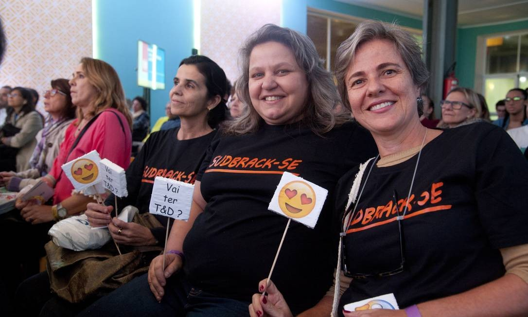 Sudbrack tinha até fã-clube uniformizado, como as amigas Debora Faffe, Cris del Corso e Valéria Magalhães Foto: Adriana Lorete / Agência O Globo