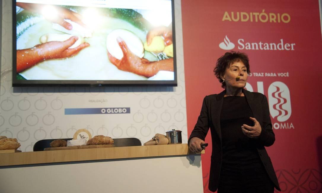 Monica Jacobsen contou que seu queijo segue os mesmos moldes do tradicional Serra da Estrela português Foto: Adriana Lorete / Agência O Globo