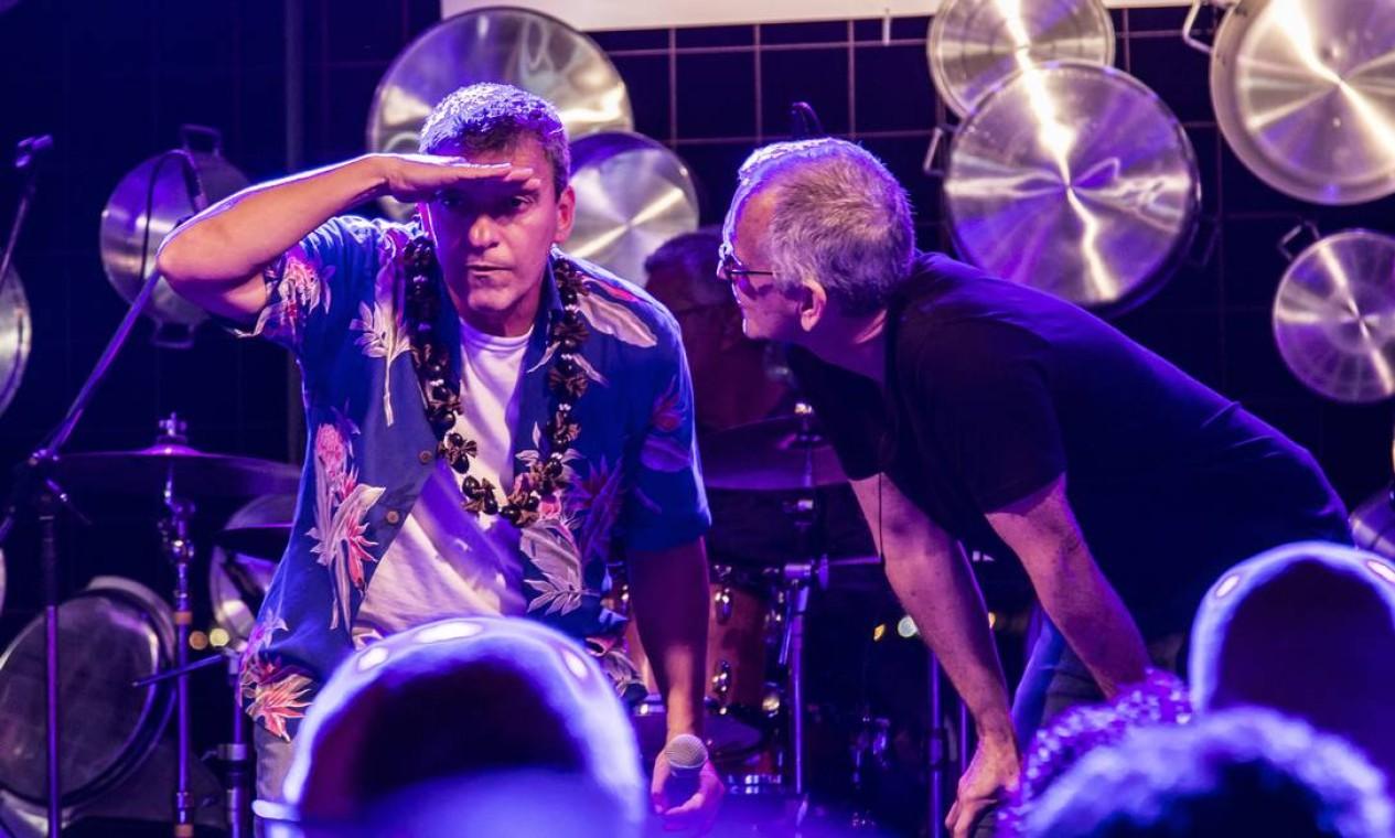 João Penca e Seus Miquinhos Amestrados se divertiram no palco do Rio Gastronomia no encerramento da sexta-feira Foto: Hermes de Paula / Agência O Globo
