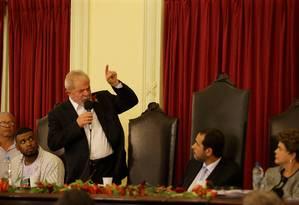 O ex-presidente Lula discursa na Faculdade de Direito da UFRJ, ao lado da ex-presidente Dilma Foto: Marcelo Theobald / Agência O Globo