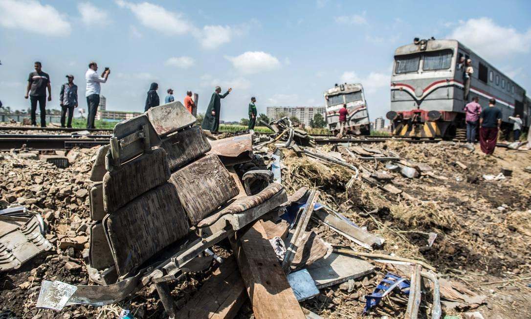O último balanço do governo, divulgado durante a madrugada de sábado, informa que há 42 passageiros entre os mortos KHALED DESOUKI / AFP