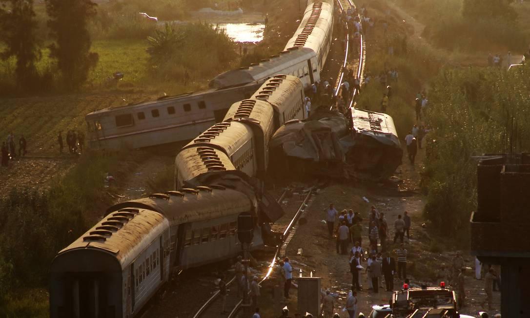 Acidente envolveu dois trens, um deles vindo do Cairo, na noite de sexta-feira, dia 11 Ravy shaker / AP