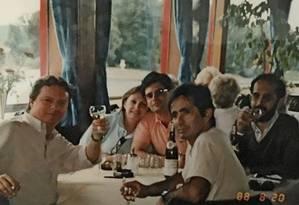 Janot (de camisa rosa) e Gilmar (à direita, com copo na mão): relação amistosa da viagem à Alemanha é só uma lembrança Foto: Agência O Globo