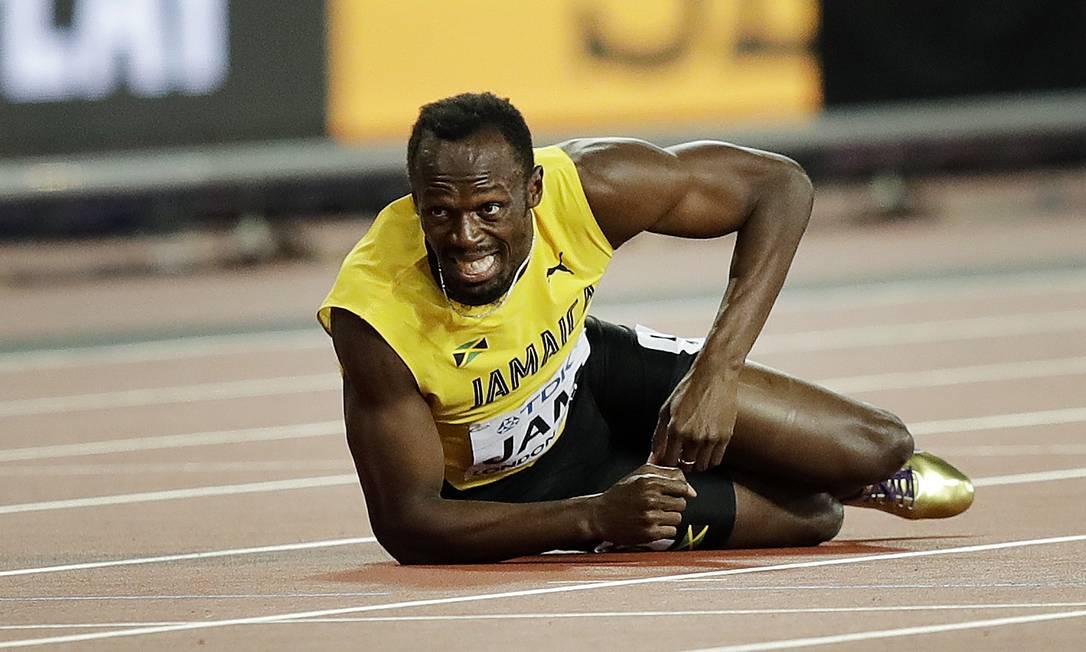 A frustração de Bolt ao sentir a lesão no adeus às pistas Tim Ireland / AP