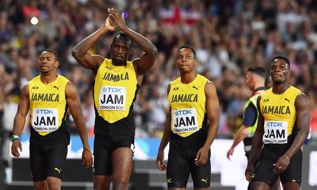Entre Julian Forte, Yohan Blake e Omar McLeod, Bolt se despede do público londrino BEN STANSALL / AFP