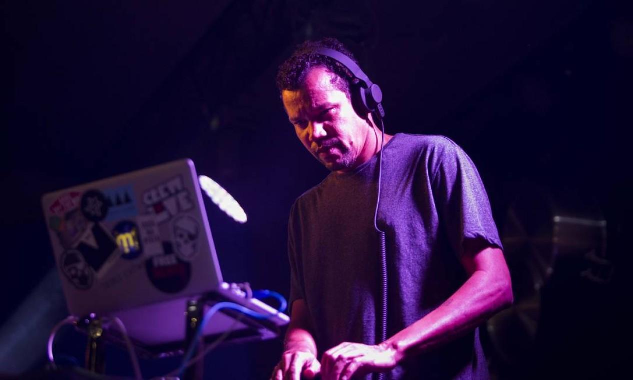DJ Nepal, que se apresentou também no sábado passado, voltou a comandar o som no Rio Gastronomia Foto: Monica Imbuzeiro / Agência O Globo