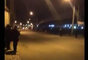 Tiroteio entre policiais e bandidos no Jacarezinho assusta moradores da região Foto: Reprodução da internet