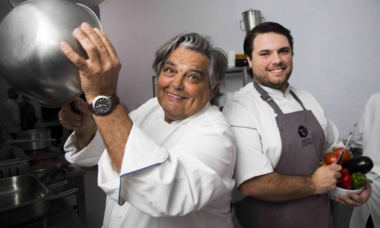 O chef francês Jean-Paul Bondoux e o filho Aurelien, que também é chef de cozinha Foto: Monica Imbuzeiro / Agência O Globo