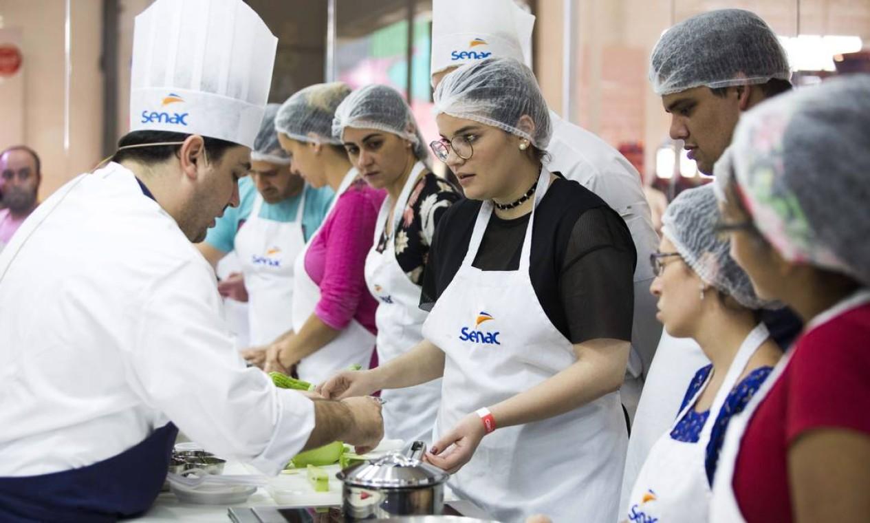A aula do chef Rafa Costa e Silva, do Lasai, foi uma das mais concorridas deste domingo Foto: Monica Imbuzeiro / Agência O Globo