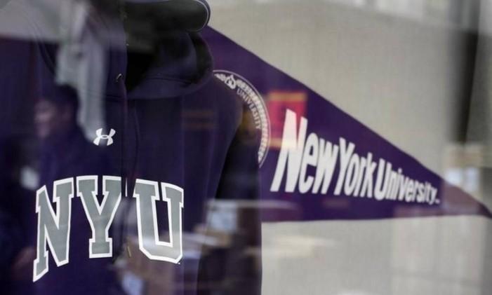 Artigos na loja da Universidade de Nova York Foto: Shannon Stapleton / AP