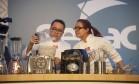 Celso Fortes e Michelle Rodriguez serviram almôndegas de shitake e soja, receita de seu açougue vegano Foto: Adriana Lorete / Agência O Globo