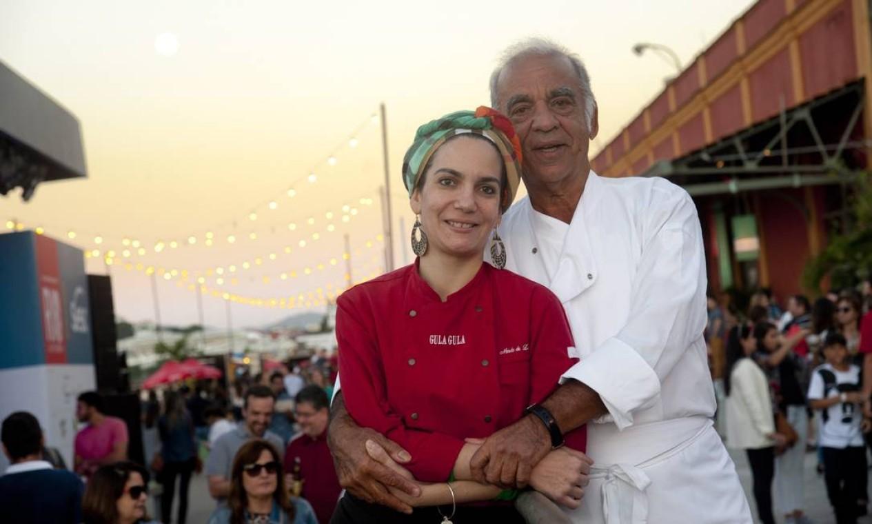 Nanda Delamare, do Gula Gula, e seu pai, Nando Delamare, do Bistrô do Nando: duas gerações de chefs no Rio Gastronomia Foto: Adriana Lorete / Agência O Globo