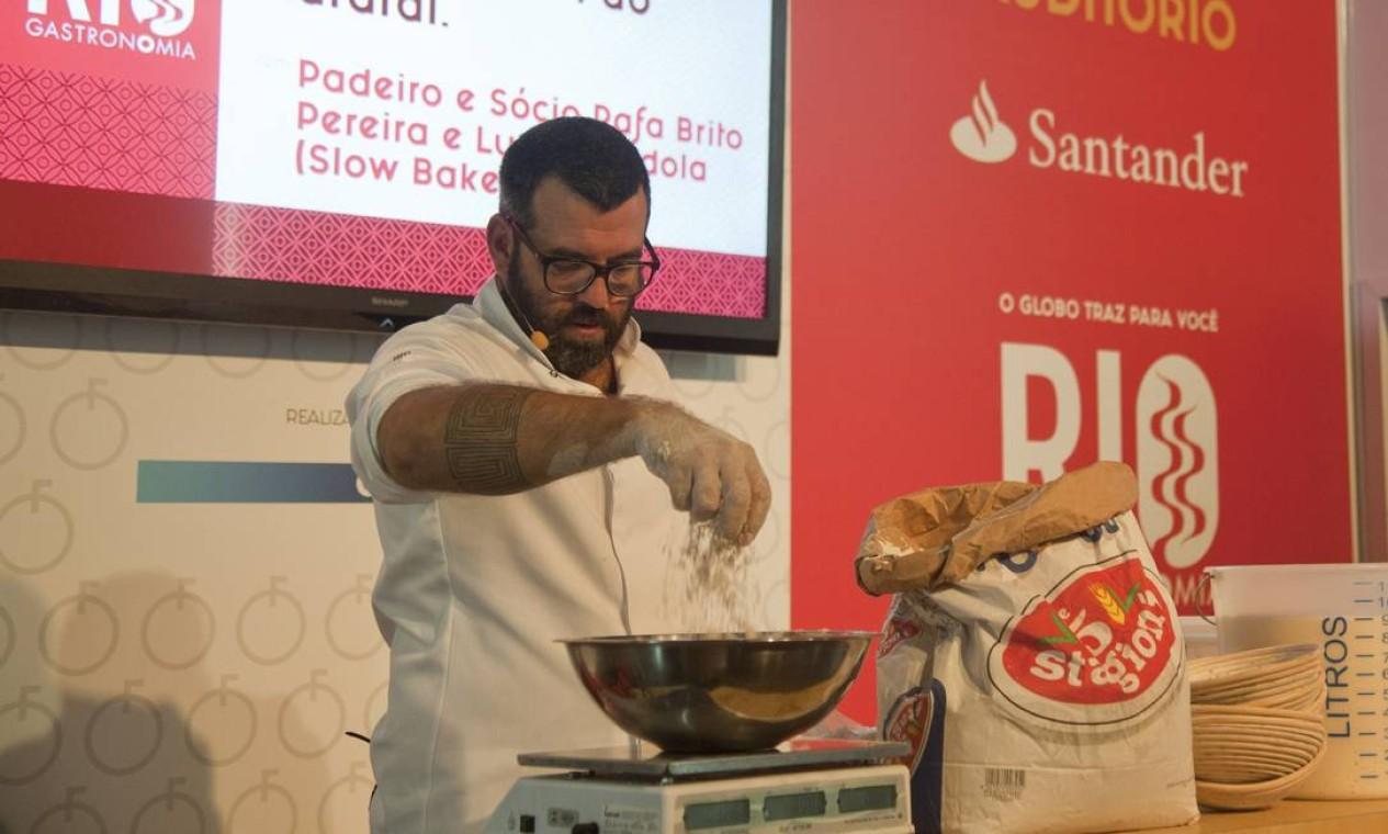 Rafa Brito ensinou os segredos do sourbread no Auditório Santander Foto: Adriana Lorete / Agência O Globo
