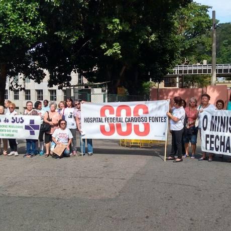 BA - moradores, pacientes e servidores fazem protesto em frente ao hospital cardoso fontes Foto: Foto do leitor