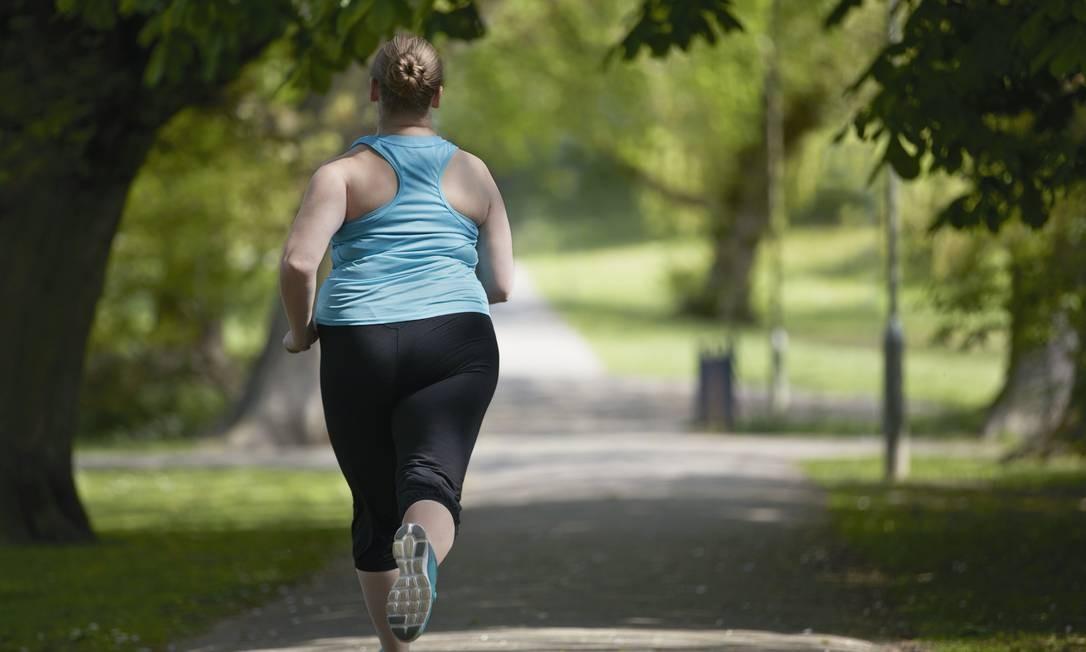 Mesmo que resultados de exames estejam bons, uma pessoa acima do peso deve ter o emagrecimento como prioridade para evitar doenças cardíacas Foto: / Science Photo Library