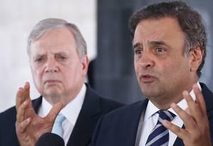 O senador Aécio Neves (PSDB-MG) e o presidente interino do PSDB, Tasso Jereissati (CE) Foto: Ailton de Freitas / Agência O Globo 27-09-2016