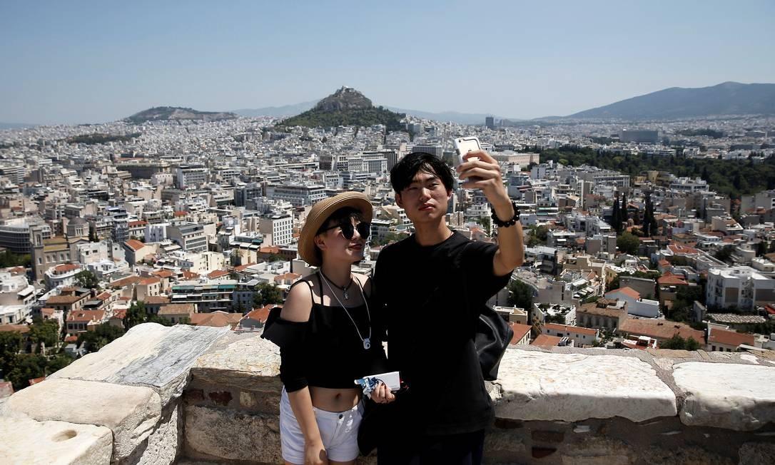 Do alto da Acrópole, um bom lugar para se fotografar com Atenas ao fundo Foto: Costas Baltas / REUTERS