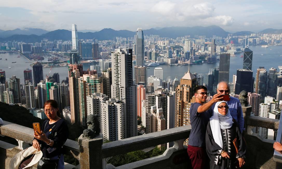 O mirante Peak é um dos melhores pontos para fotos - e selfies, claro - em Hong Kong Bobby Yip / REUTERS