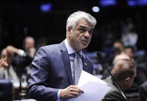 O senador Humberto Costa (PT-PE) Foto: Pedro França / Agência O Globo