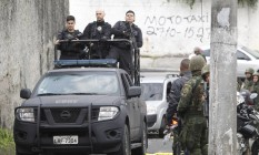 Operação das Forças de Segurança em Niterói Foto: Pedro Teixeira / Agência O Globo