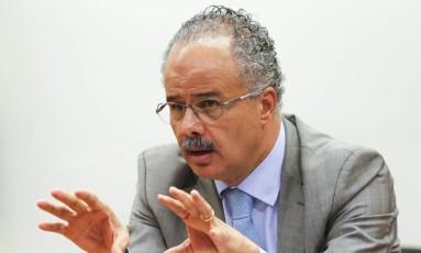 O deputado Vicente Cândido (PT-SP), relator da reforma política, durante sessão da comissão Foto: André Coelho / Agência O Globo