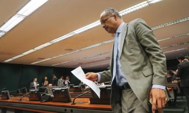 O deputado Vicente Cândido, relator da reforma política, durante sessão comissão instalada na Câmara dos Deputados Foto: André Coelho / Agência O Globo