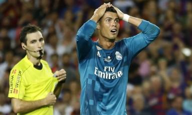 Cristiano Ronaldo reage à expulsão no primeiro jogo da Supercopa Foto: Manu Fernandez / AP