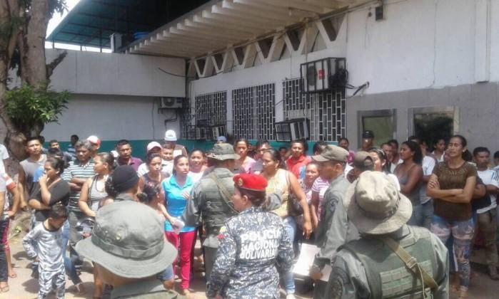Polícia acusada de massacre em prisão na Venezuela
