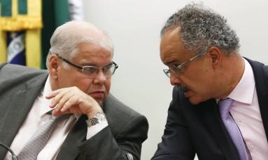 Os deputados Lúcio Vieira Lima e Vicente Cândido, presidente e relator da Comissão de Reforma Política Foto: André Coelho / Agência O Globo