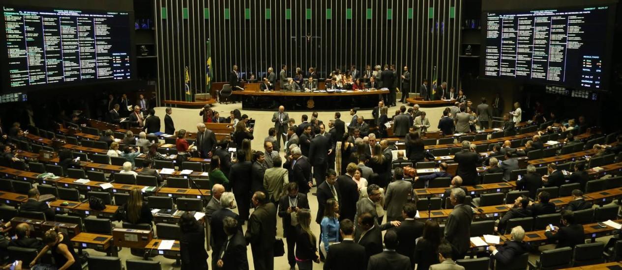 Câmara discute texto principal da reforma política Foto: Ailton de Freitas / Agência O Globo 16/08/2017