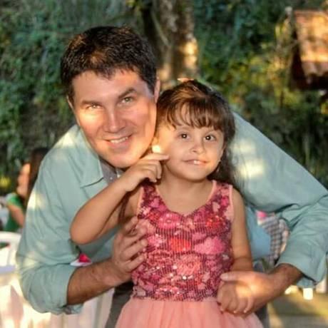 Maria Julia, de 8 anos, filha do dentista José, estuda em uma escola regular em Niterói Foto: Arquivo pessoal