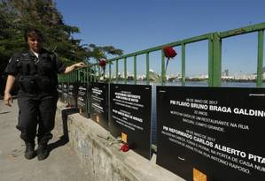 Placas com nomes de PMs mortos em 2017 Foto: Antonio Scorza/25-07-2017 / O Globo
