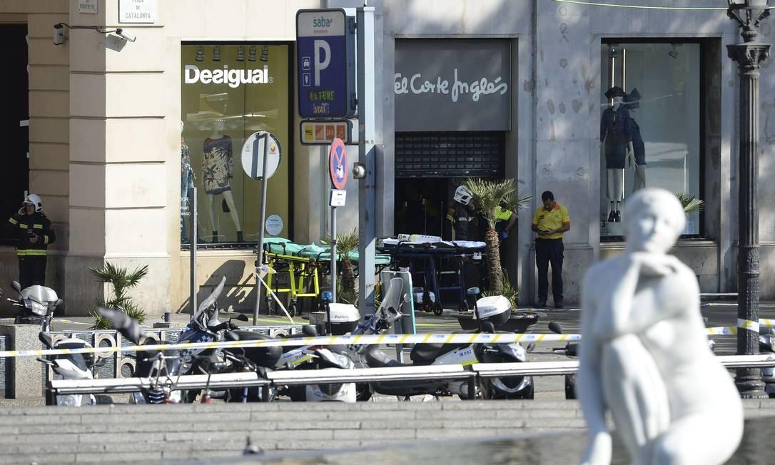 Lojas foram evacuadas após ataque nas Ramblas Foto: JOSEP LAGO / AFP