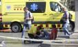 Serviços de emergência pediram que as pessoas não cheguem perto da Praça da Catalúnia Foto: Oriol Duran / AP