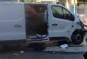 Primeiras imagens da van do atentado em Barcelona Foto: Reprodução do Twitter