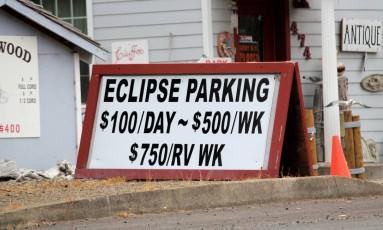 Em Depoe Bay, primeira cidade americana que será coberta pelo eclipse, a vaga de estacionamento custa US$ 100 por dia Foto: STAFF / REUTERS