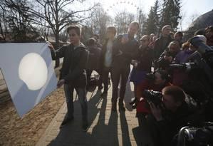Técnica de projeção permite a observação segura do eclipse solar Foto: Sergei Grits / AP