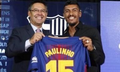 Paulinho é apresentado no Barcelona Foto: Reprodução
