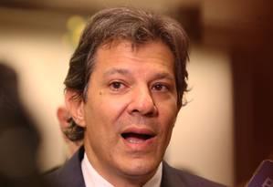 O ex-prefeito de são paulo Fernando Haddad nos corredores da Câmara e entrando na liderança do PT na Câmara. Foto: Ailton de Freitas / Agência O Globo