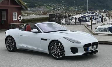 Donwsizing: a Jaguar obteve impressionantes 300cv do motor quatro cilindros, apenas 40cv a menos que o V6 das versões intermediárias do F-Type Foto: Jason Vogel