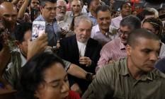 O ex-presidente Lula inicia seu roteiro de viagens pelo Nordeste em Salvador, na Bahia Foto: LUCIO TAVORA / AFP