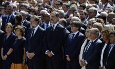 Autoridades prestam um minuto de silêncio na na Plaza de Catalunya para vítimas do ataque de Barcelona Foto: JAVIER SORIANO / AFP