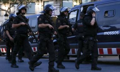 Polícia espanhola faz buscas por terroristas Foto: PAU BARRENA / AFP