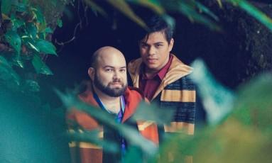 Renato e Wesley (de camisa vermelha). Casal foi vítima de estelionato Foto: Arquivo pessoal