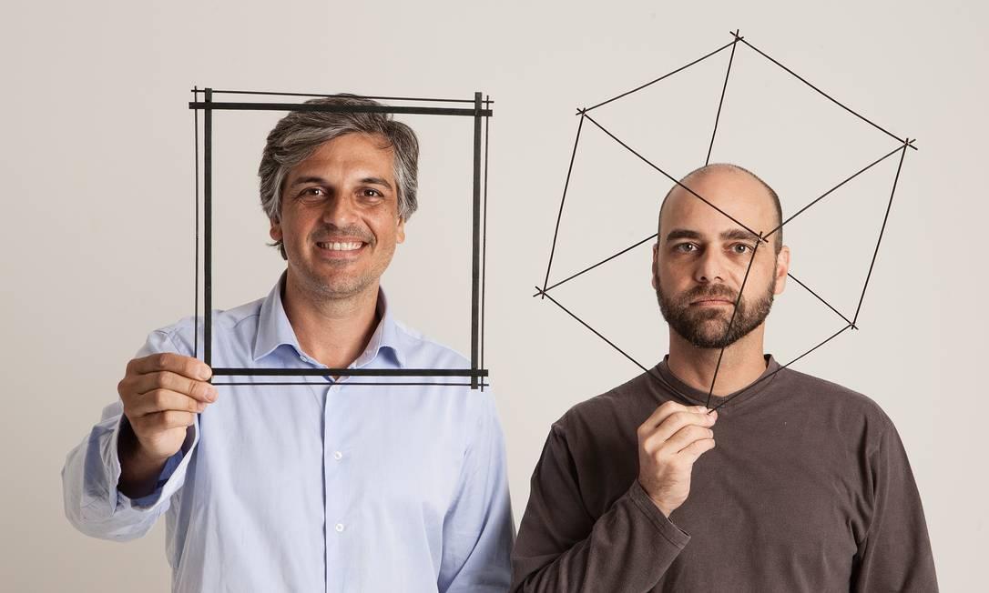 Dupla de designers criam móveis e acessórios com humor